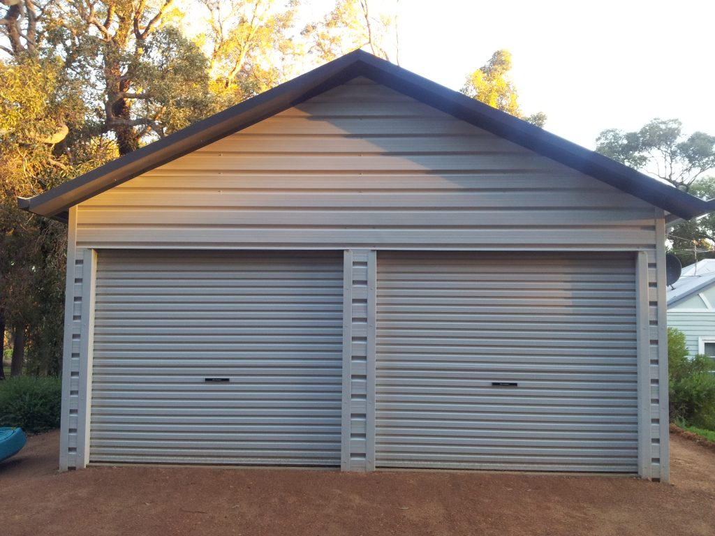 Shed with overhang horizontal Trim-dek